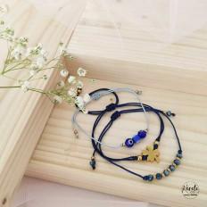 Set de 3 pulseras de cordon azul, una con un trebol, otra con ojitos turcos y otra con cristales, ajustables