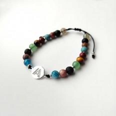 pulsera unisex para llevar en pareja con una inicial y piedras agatha de colores