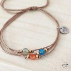 pulsera de hilo beige y piedras agata pequeñas de colores