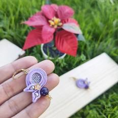 imagen de pendiente pequeño lila en soutache